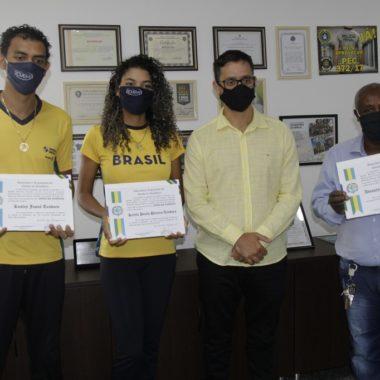 RECONHECIMENTO – Atletas paralímpicos recebem Voto de Louvor do deputado Anderson Pereira