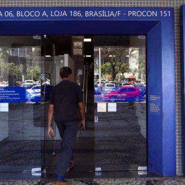 Caixa paga auxílio emergencial para pessoas do Bolsa Família