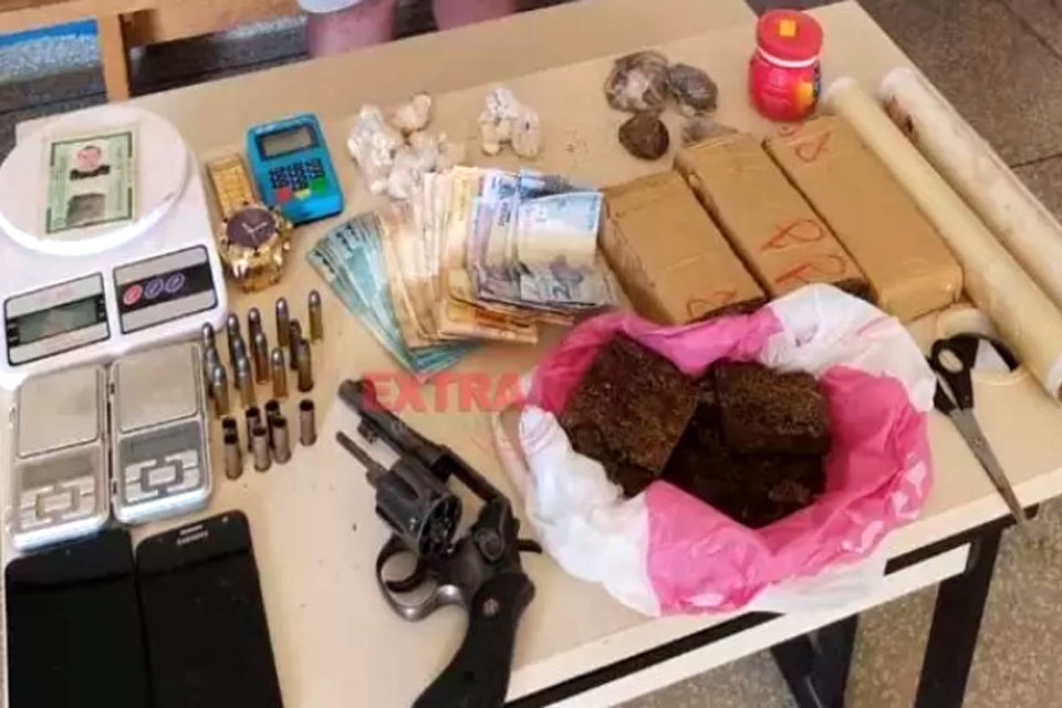 Homem é preso por tráfico de drogas, posse de arma de fogo e receptação
