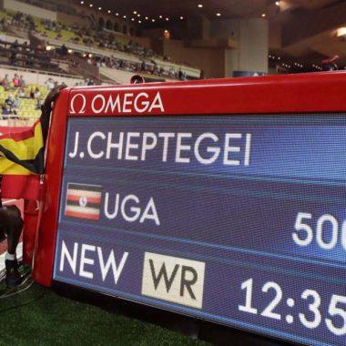 Joshua Cheptegei estabelece novo recorde nos 5 mil metros