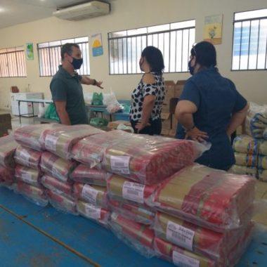 Mais de três mil alunos da Regional de Cerejeiras foram beneficiados com entrega de kits de merenda escolar