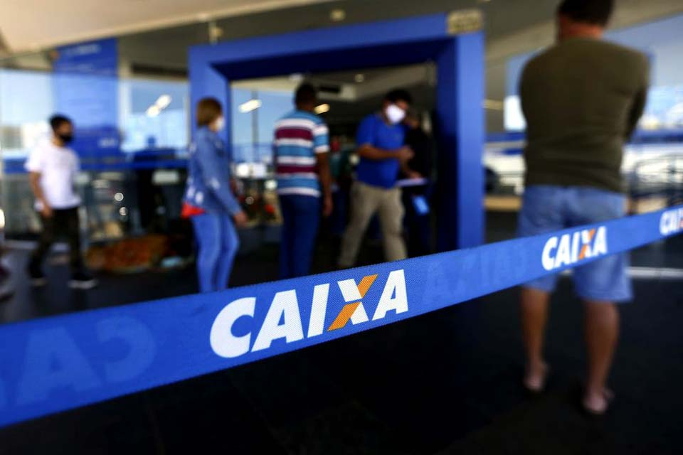 Caixa paga R$ 300 a 1,6 milhão beneficiários do Bolsa Família