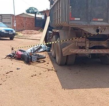 FATAL – Motociclista bate em caçamba carregada de cascalho e tem morte instantânea