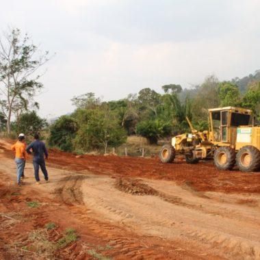 DER trabalha na manutenção de 48 quilômetros da RO-472 em Ji-Paraná