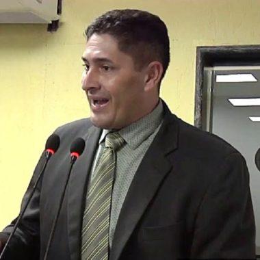 Emdur atende pedido do vereador Marcio Pacele e conclui iluminação do campo de futebol da 3 e Meio