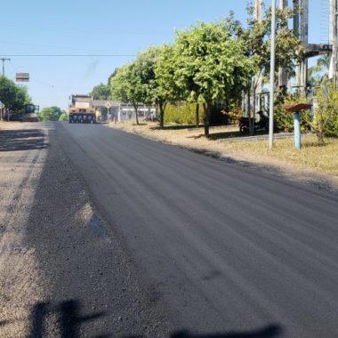 Município de Theobroma recebe asfalto no perímetro urbano e manutenção na RO-464
