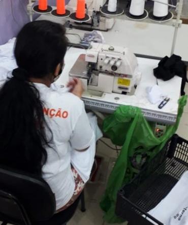 """Reeducandas de Cacoal confeccionam uniformes por meio do projeto """"Costurando a Liberdade"""""""