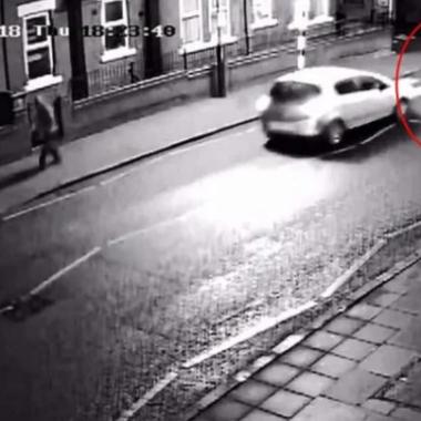 Mulher atropela idoso em faixa de pedestre e descobre que era seu sogro