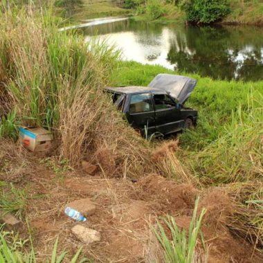 Mulher fica ferida em acidente entre caminhão e automóvel na BR-364