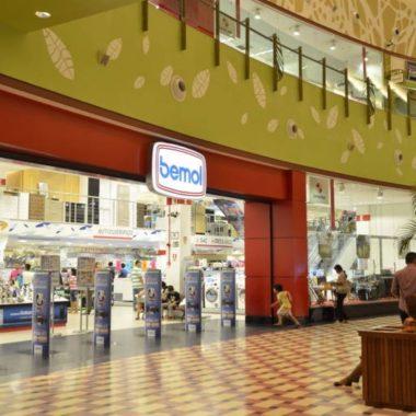 Ladrão profissional: homem rouba 40 iPhones da loja Bemol do Shopping