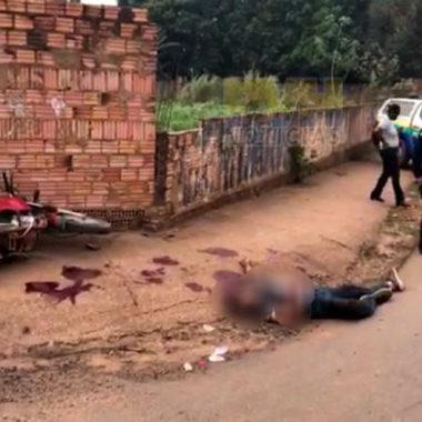 Assaltante fica em estado grave após roubar moto e bater em muro