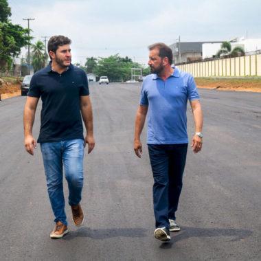 Hildon Chaves afirma que comprará outra máquina pavimentadora para atender a população da capital