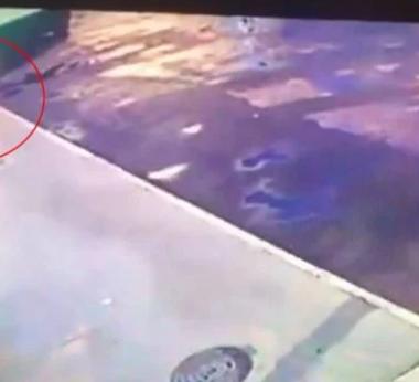 CRUELDADE – Homem taca fogo em morador de rua que estava dormindo
