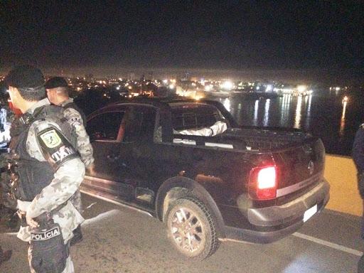 FLAGRANTE – Bando é preso acusado de amordaçar casal e veículos