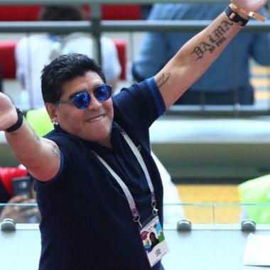 """Maradona está """"confuso"""" e vai permanecer no hospital, diz médico"""