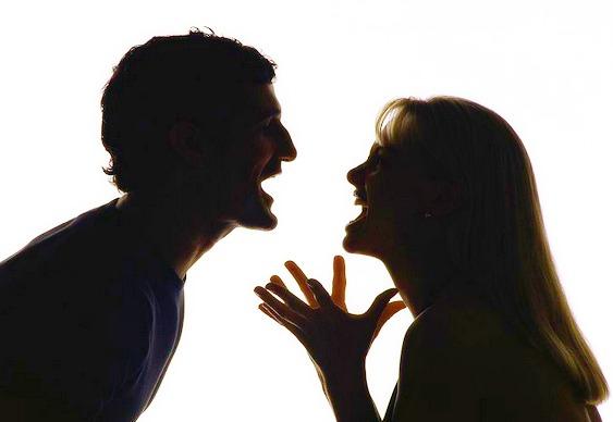 Mulher chega em casa bêbada e espanca o marido que a negou sexo