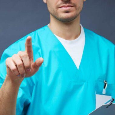 TRISTEZA – Enfermeiro que ajudou doentes se despedirem de familiares morre de Covid-19