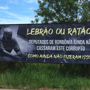 LEBRÃO OU RATÃO – Deputado é estampado em outdoor com cobrança de pedido de cassação