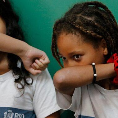Nova variante do coronavírus pode ser mais capaz de infectar crianças