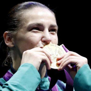 Irlandesa Katie Taylor é eleita a boxeadora do ano pela revista The Ring