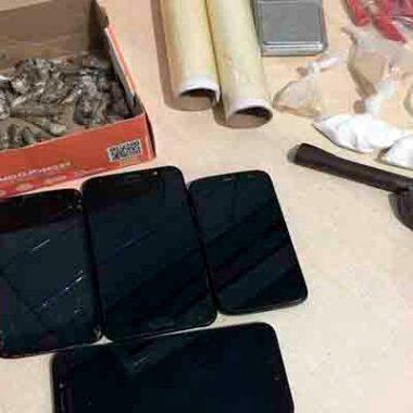 Polícia prende jovem com arma, dezenas de cartuchos e drogas na zona leste