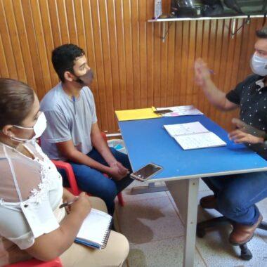 GUAJARÁ-MIRIM – Em reunião na secretaria de saúde, vereador Romerito Pereira cobra entrega de hospital de campanha e busca efetivação do posto de saúde do bairro de Fátima