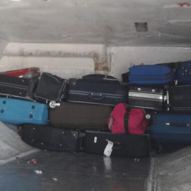 Líquidos vazam de cadáver em avião e contamina bagagens de passageiros que desembarcaram em Porto Velho