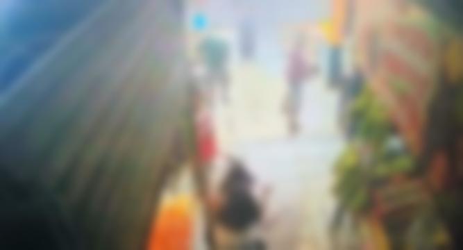 Mulher é espancada e brutalmente esfaqueada por amiga na Feira; veja vídeo