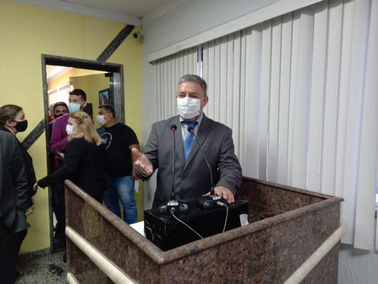 Emdur atende pedido do vereador Fogaça e instala iluminação em ruas do bairro Três Marias