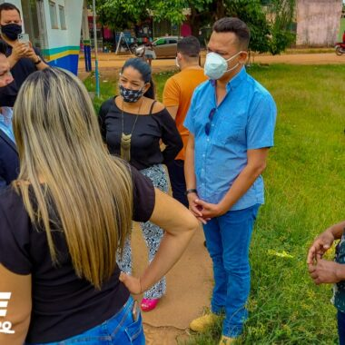 Vereador Isaque Machado acompanha situação precária que se encontra a praça do Cedel no Jardim Santana e pede providências