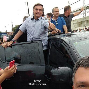 No Acre, Bolsonaro entrega vacinas e anuncia ajuda federal e data da inauguração da ponte do Madeira