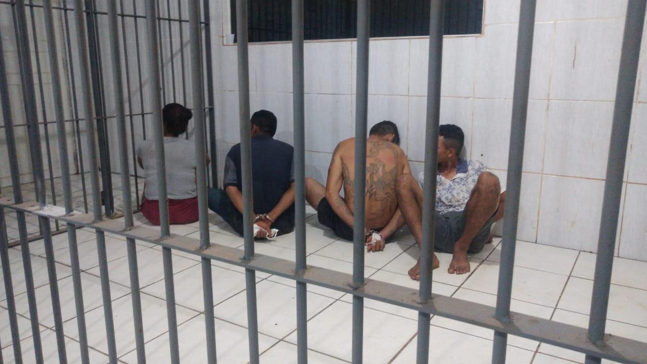 Bando é preso com drogas e moto roubada durante as diligencias da PM